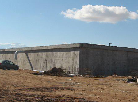 عملیات اجرایی مخزن 5000 مترمکعبی و خط انتقال آب شرب مجتمع کاریزلند