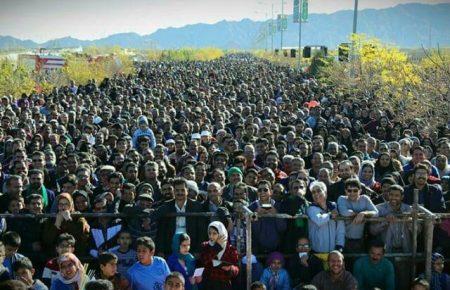استقبال بی نظیر مردم یزد از همایش پیاده روی 16 آذر