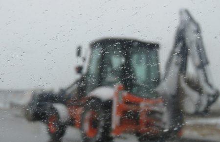 تداوم فعالیت های عمرانی واحد فنی و مهندسی مجتمع کاریزلند در شرایط برودت هوا و بارش برف