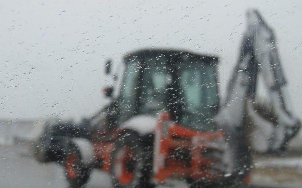 تداوم فعالیت های عمرانی واحد فنی و مهندسی مجتمع کاریزبوم در شرایط برودت هوا و بارش برف